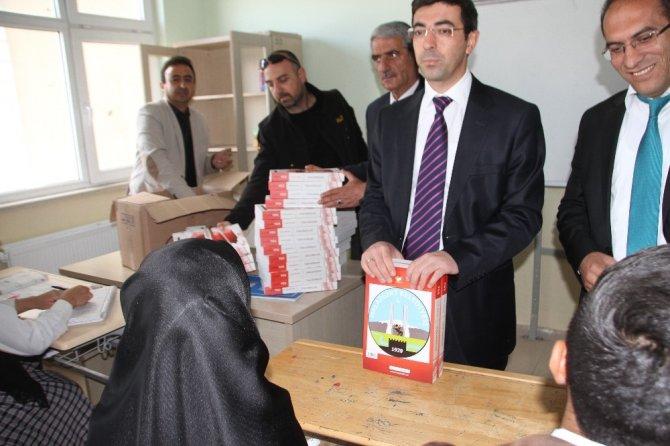 """Kırlı: """"Malazgirt Belediyesi artık teröre değil eğitime destek veriyor"""""""