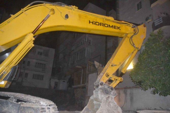 Kuşadası'nda 14 daire boşaltıldı