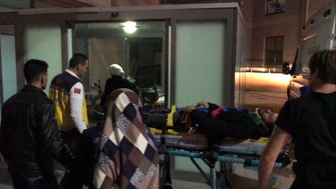 Havaya açılan ateşten kaçmak isteyen motosiklet sürücüsü düşerek yaralandı