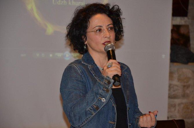 Yazar Dilek Qudey, Kuşadası'nda okurlarıyla buluştu