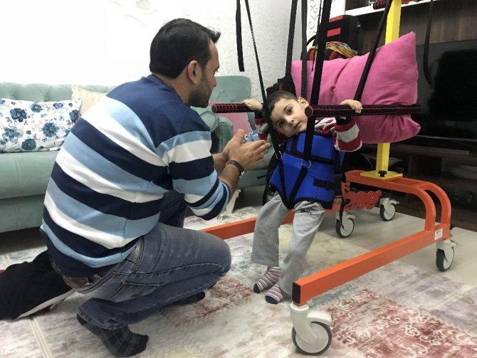 Serebral Palsi hastası ikiz kardeşler, yardım eli bekliyor