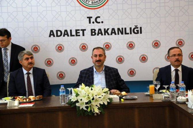 """Adalet Bakanı Gül: """"İadeyi engelleyecek bir belge, bir eksiklik kalmamıştır"""""""