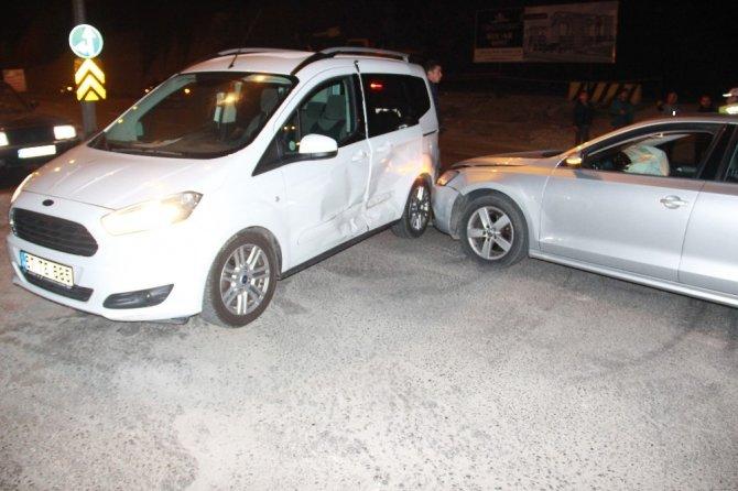 Alkollü sürücü polis aracına çarptı: 2'si polis 5 yaralı