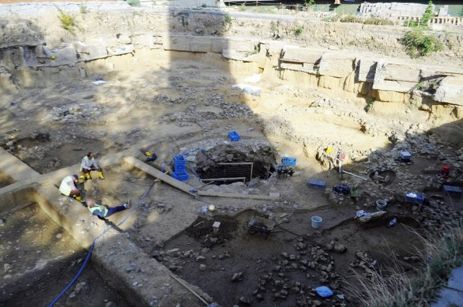 Beşiktaş'taki tarihi mezarlar görüntülendi