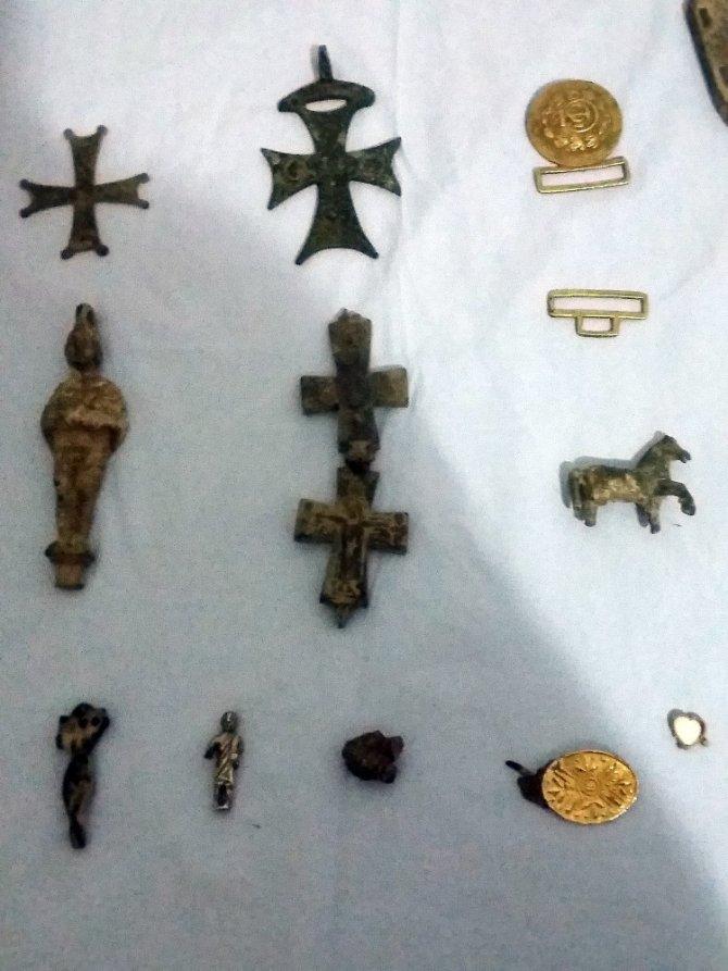 Bizans ve Roma dönemine ait haçlar ele geçirildi