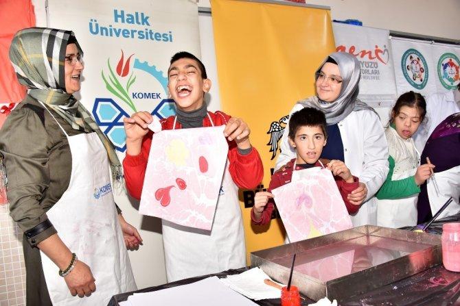 KOMEK ve tıp fakültesi öğrencileri özel gençleri mutlu etti