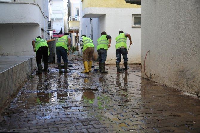 Başkan Tollu, selden zarar gören yerlerde incelemelerde bulundu