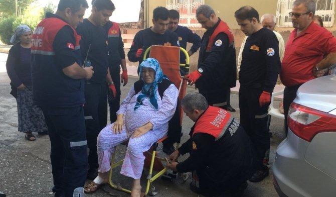 Ameliyat olan yaşlı kadını evine itfaiye çıkarttı