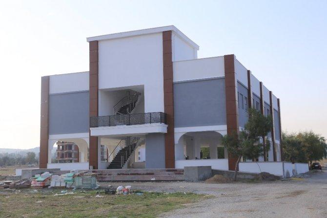 Burhaniye'de Cumhuriyet Mahallesinde pazar yeri ve düğün salonu tamam