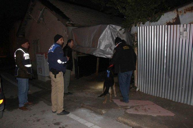 Konya'da uyuşturucu tacirlerine operasyon: 7 gözaltı