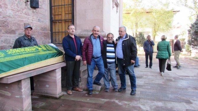 Ayvalık'ın sevilen muhtarlarından Emin Canseven gözyaşlarıyla son yolculuğuna uğurlandı