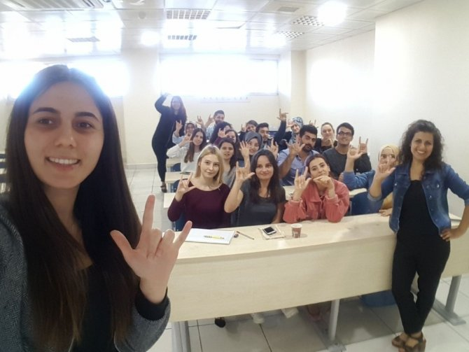 Burhaniye'de işaret dili kursu açıldı