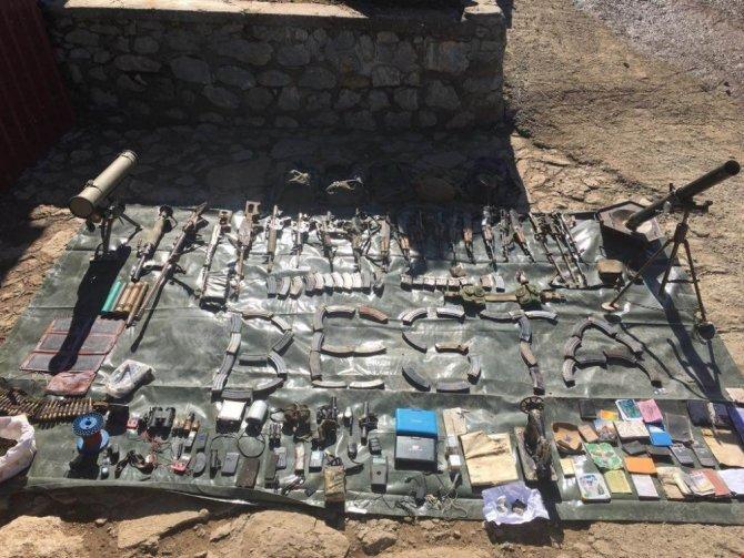 Şırnak'ta 22 sığınak ve 4 erzak deposu ele geçirildi