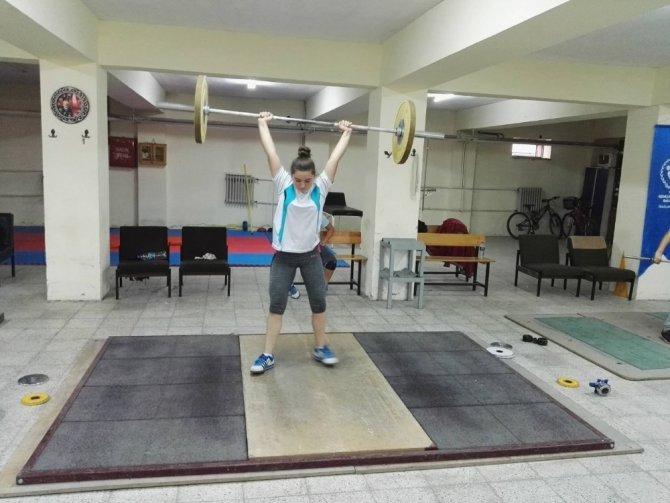 Burhaniye'de halter sporuna halk eğitim desteği