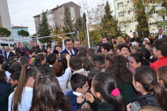 Karahallılar Ortaokuluna spor tesisleri yapıldı