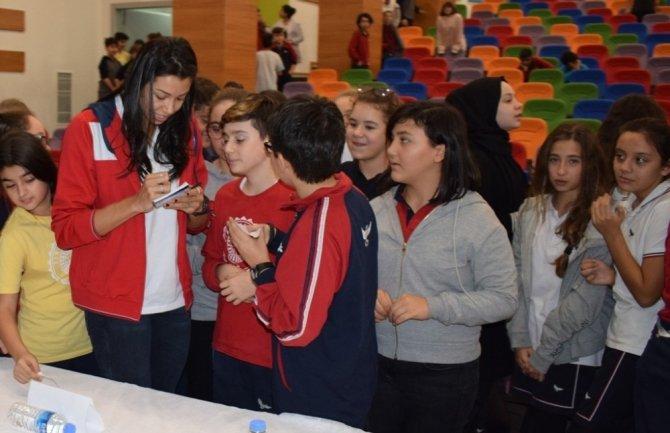 Nilüfer'in sultanları öğrencilerle panelde buluştu