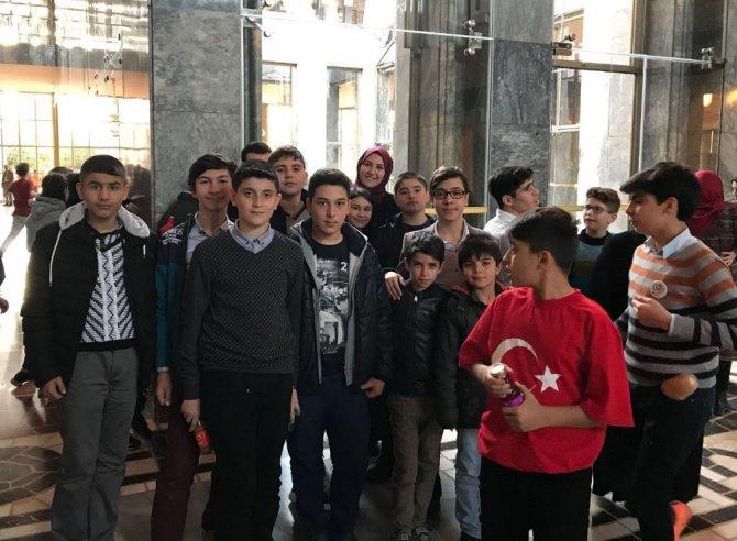Türk ve Suriyeli öğrenciler Gazi Meclisi ziyaret etti