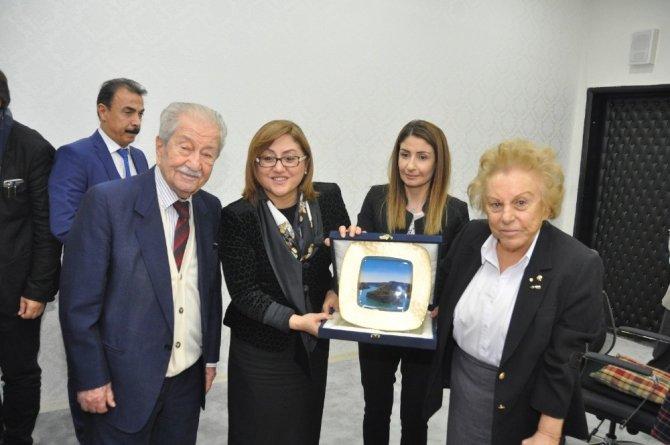 Fatma Şahin'den eğitim duayeni Nüket Ersoy'a kutlama
