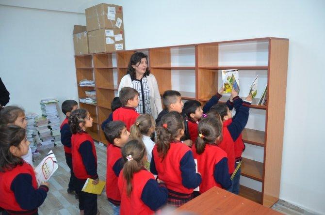 """""""Gezici Kütüphane ile Hakkari Okuyor"""" projesi"""