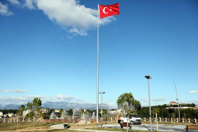 Manavgat Yemişli Mesire alanına dev Türk bayrağı