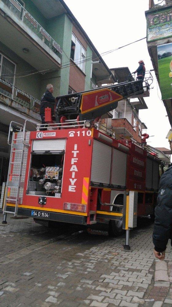Baca yangını çevredeki binalara sıçramadan söndürüldü
