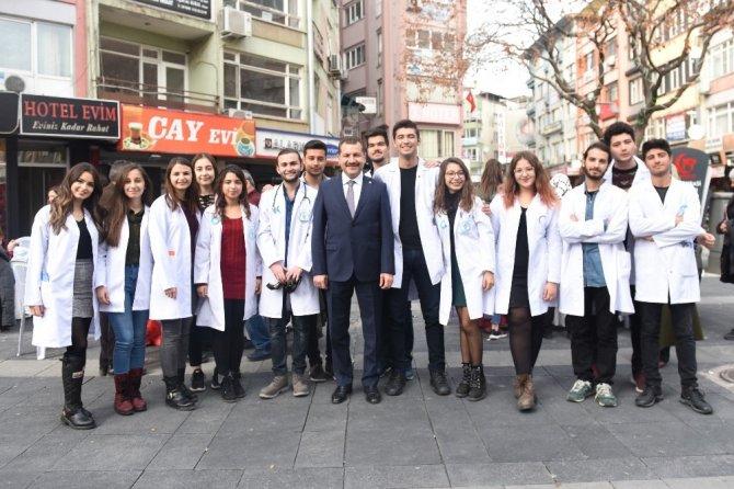 Demokrasi Meydanında halka ücretsiz sağlık taraması