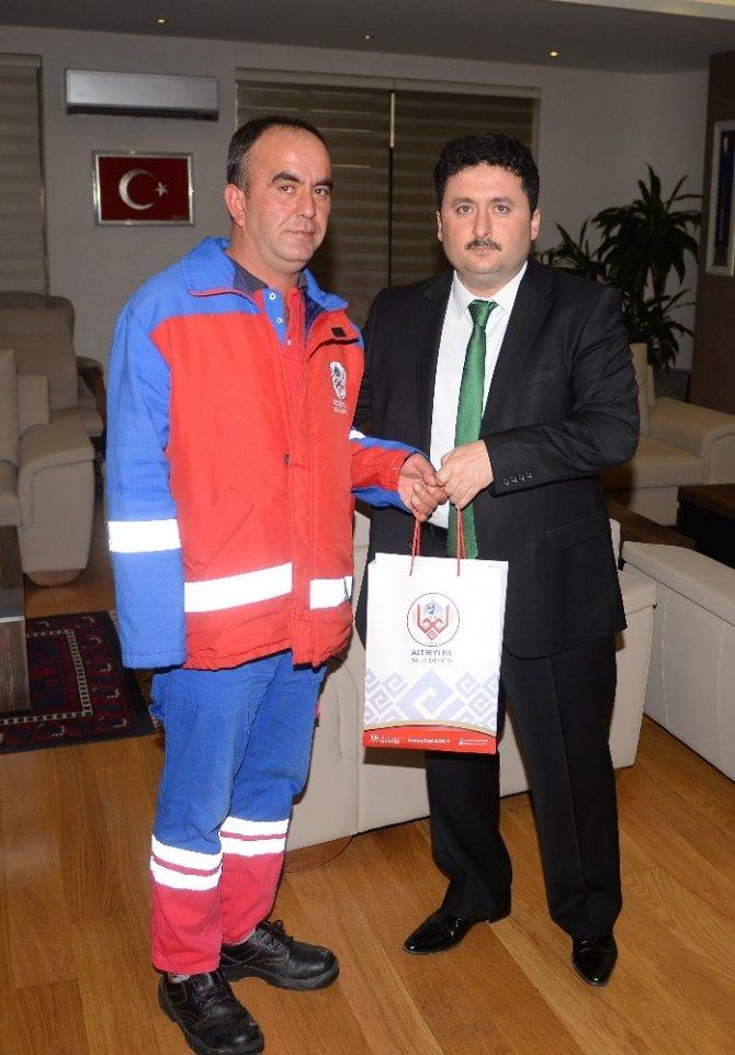 Altıeylül Belediye Başkanı Hasan Avcı engellileri kabul etti