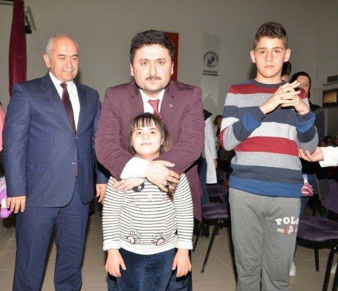 Başkan Avcı, özel çocuklarla pasta kesti