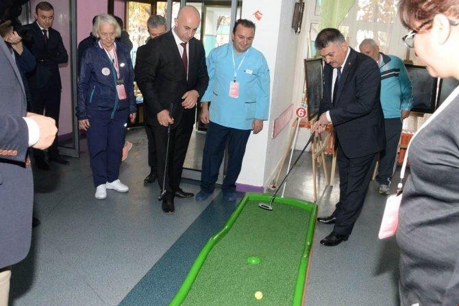 Huzurevinde bocce ve golf turnuvası yapıldı