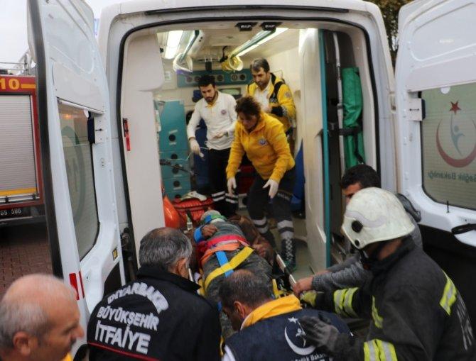 Diyarbakır'da kule vincin denge bomu kırıldı: 2 yaralı