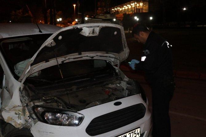 Adana'da park içerisinde kazalı ve kurşunlanmış araç bulundu