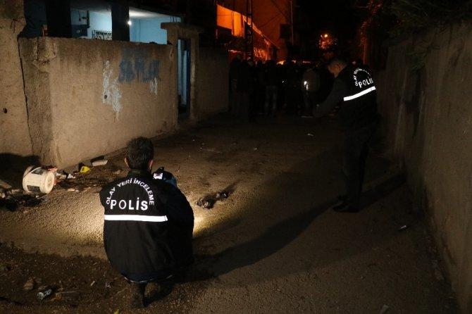 Adana'da bir kişi evinin avlusunda uğradığı silahlı saldırıda hayatını kaybetti