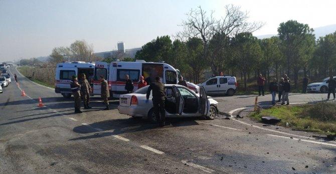 Balıkesir'de trafik kazası: 1 ölü, 4 yaralı