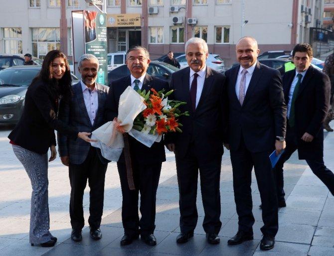 """Bakan Yılmaz: """"Türkiye beşeri sermayesiyle ileri gidiyor"""""""