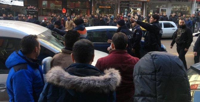 Erzurum'da İki Grubun Kavgası Trafiği Kilitledi ile ilgili görsel sonucu
