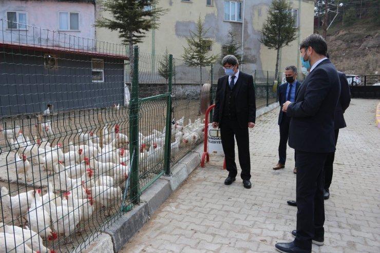 Öğretmenler yumurta satarak 18 öğrenciye burs sağladı