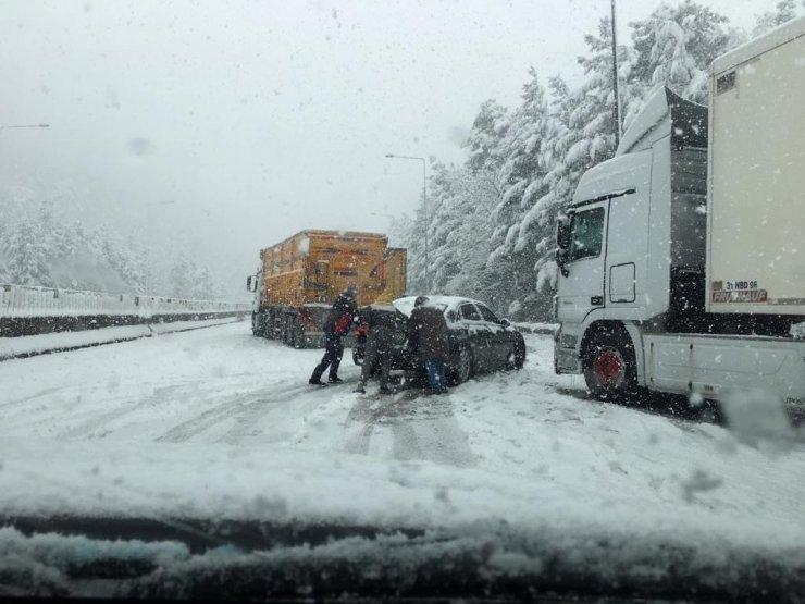 Şiddetli tipi ve kar yağışı sebebi ile Ankara - Adana otoyolu trafiğe kapandı