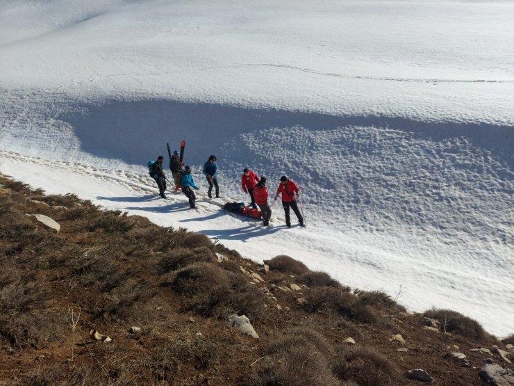Kayak yaparken bacağı kırılan doktor 6 saatte kurtarıldı