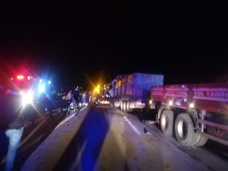 5 tır zincirleme kaza yaptı, karayolu trafiğe kapandı: 2 ağır yaralı