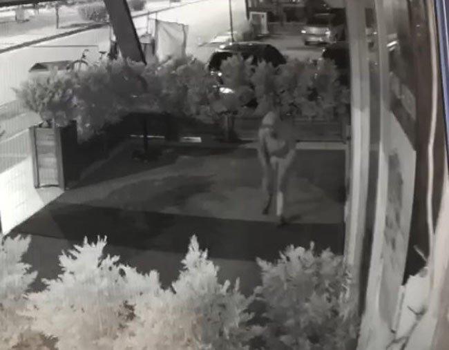 Halıyı çalan hırsız ilginç görüntüler oluşturdu