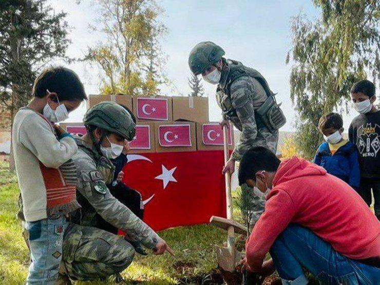 """MSB: """"Kahraman Mehmetçik Suriye'de insani yardıma devam ediyor"""""""