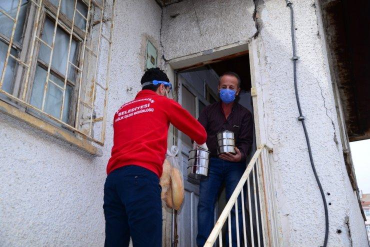 Kahramankazan'da ihtiyaç sahibi ve evinden çıkamayan vatandaşlara sıcak yemek dağıtımı