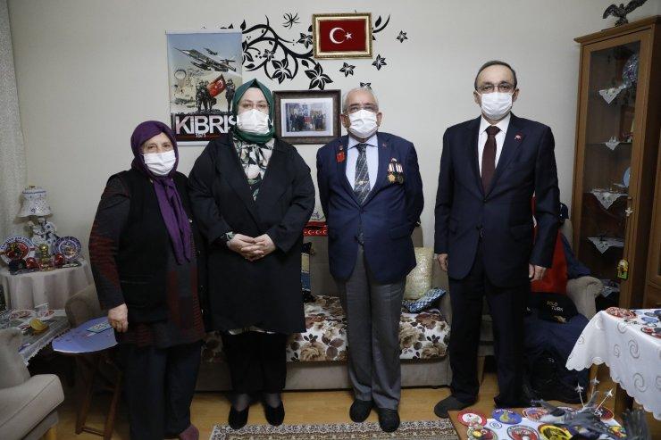 """Bakan Selçuk, iftarda """"Reşat Baba"""" olarak tanınan Kıbrıs Gazisi'nin evine konuk oldu"""