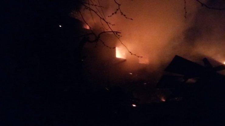 Karaman'da çıkan yangında 5 ev kullanılamaz hale geldi