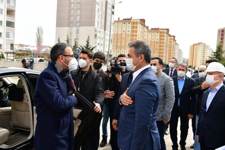 Bakan Kasapoğlu, Mamak'taki gençlik ve spor yatırımlarını inceledi