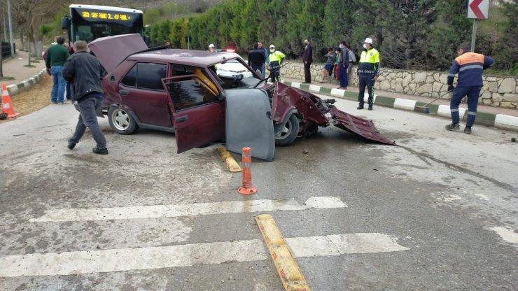 Alkollü sürücü ticari araca çarptı: 5 yaralı