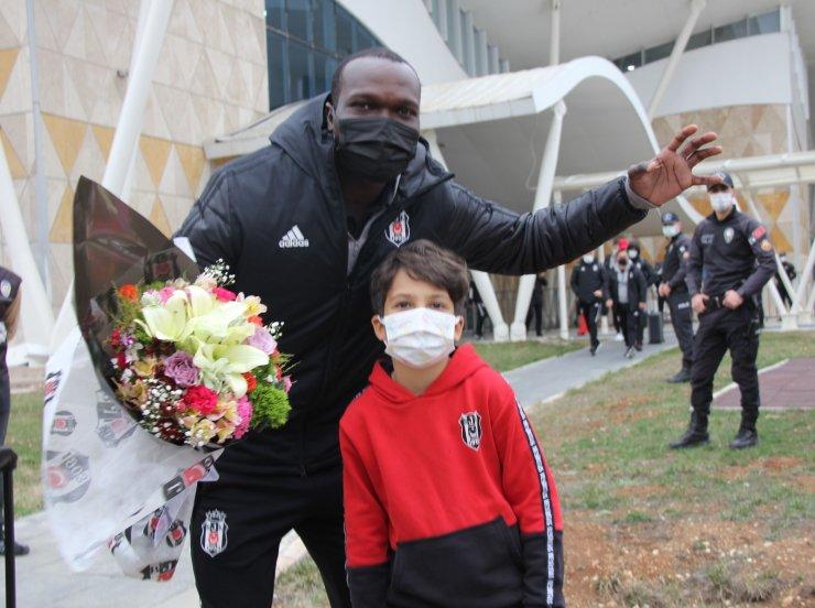Lider Beşiktaş kafilesi Sivas'a geldi