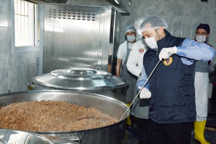 Her gün 2 bin 500 ailenin sofrasına sıcak yemek
