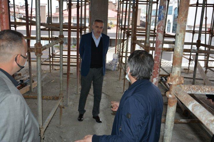 Bulancak'ta yeni hizmet binası yapılırken, eskisi yıkılıyor