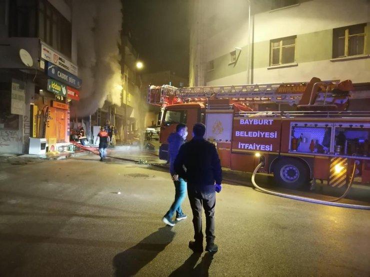 Bayburt'ta elektrikli battaniyeden yangın çıktı